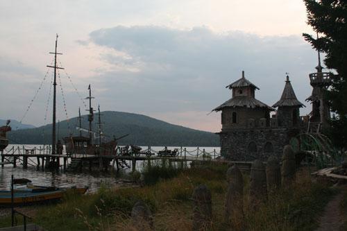 Китовая пристань на озере Зюраткуль