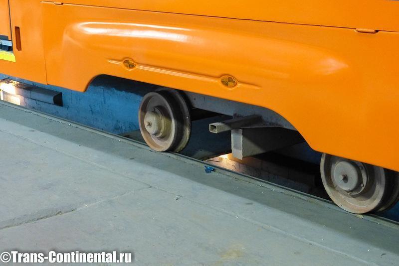 Кузов трамвая на технологической тележке