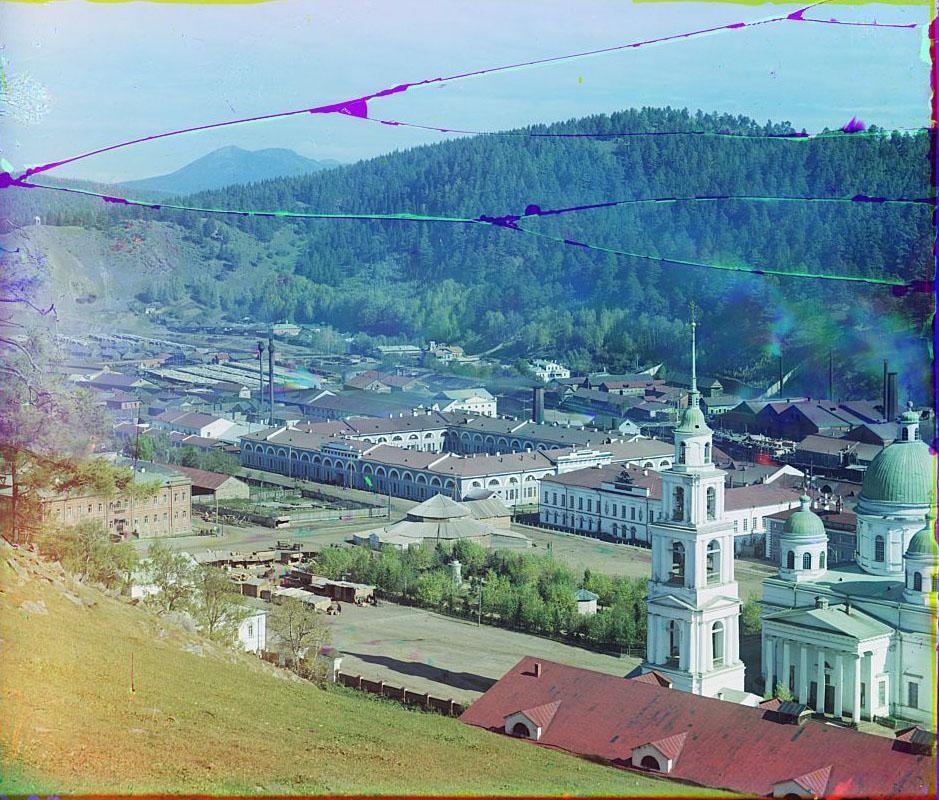Вид на Златоустовский завод. Вдали гора Таганай