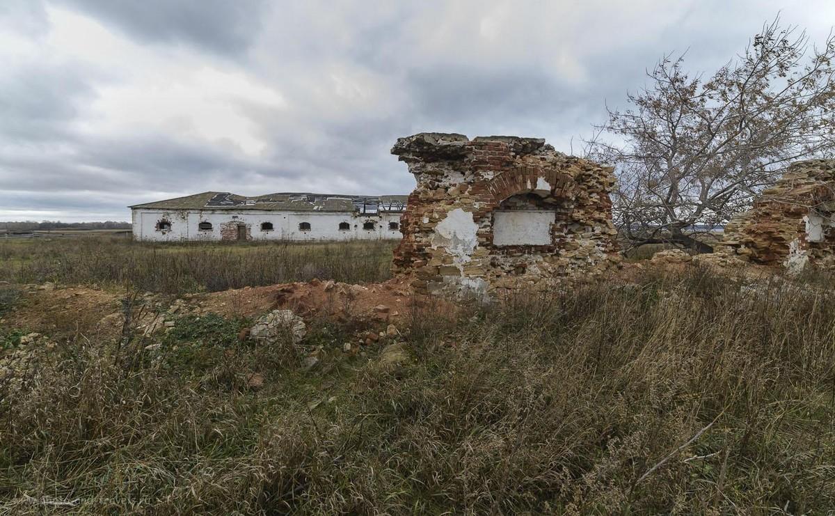 Снимок 12. Остатки былого сельскохозяйственного величия. Поселок Красный Партизан в Челябинской области. Место для фотосессии. 1/40, 9.0, 400, 14.