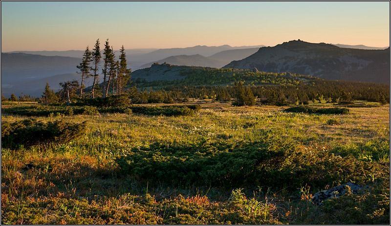 Вид утром с плато на Иремеле. Южный Урал. 2013