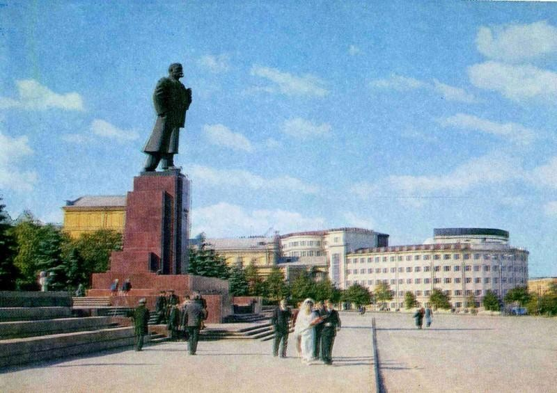 Челябинск. Площадь Революции. Фото К. Волкова, 1973 год.