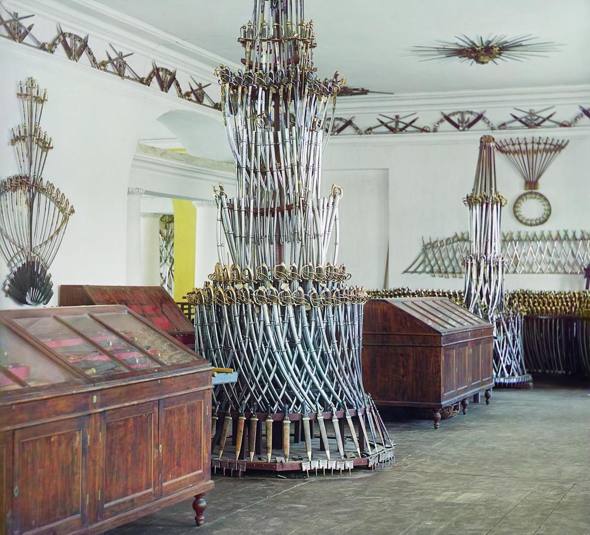 Горка из оружия в Арсенальном музее Златоустовского завода