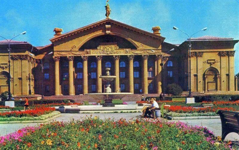 Челябинск. Дворец культуры металлургов. Фото Б. Погорелого, 1974 г.