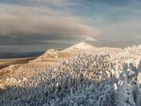 Откликной гребень зимой. Вид с Двуглавой сопки