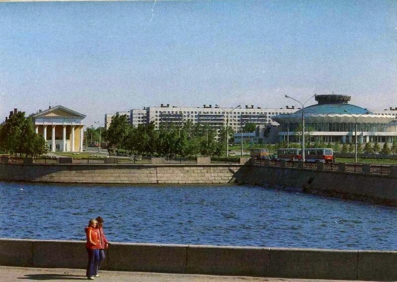 Челябинск. Набережная реки Миасс. Фото В. Иванова, 1984 год.