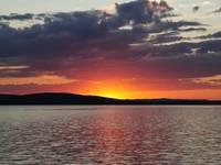 Закат на озере Синара. Автор: Людмила Курлова.