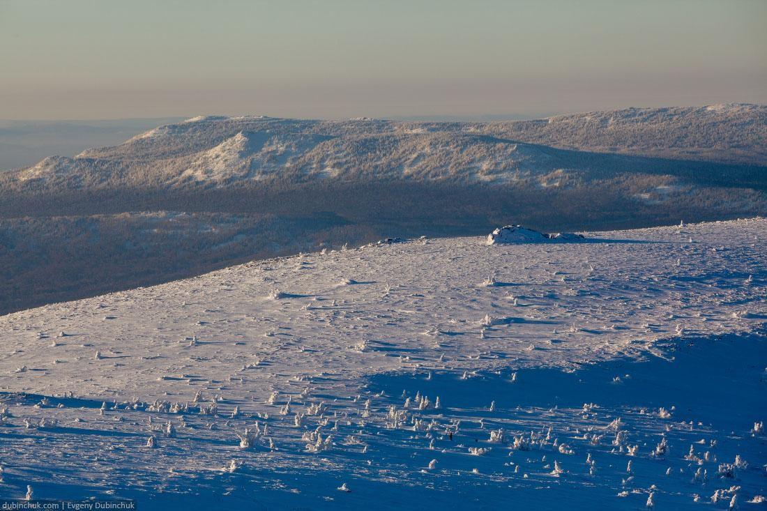 Заснеженные горы Южного Урала с высоты птичьего полета