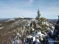 Вид на северную вершину и Откликной Гребень