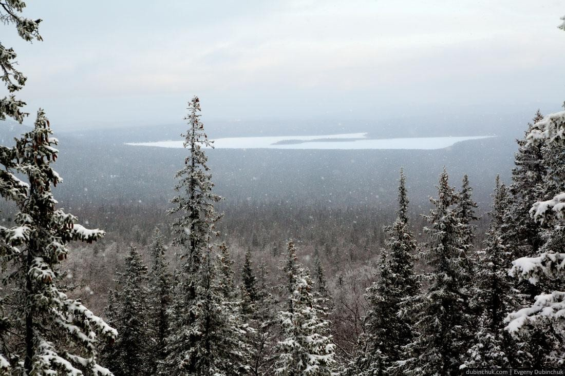 Вдалеке озеро Зюраткуль. Зима на Урале