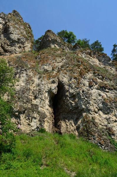 расщелина в скале ай