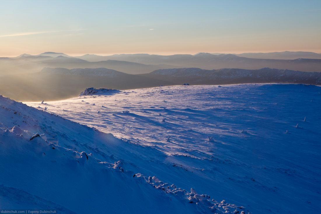 Горы Южного Урала на закате зимой
