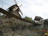 Аквапарк «Сонькина лагуна». Мельница и подвесной мост.
