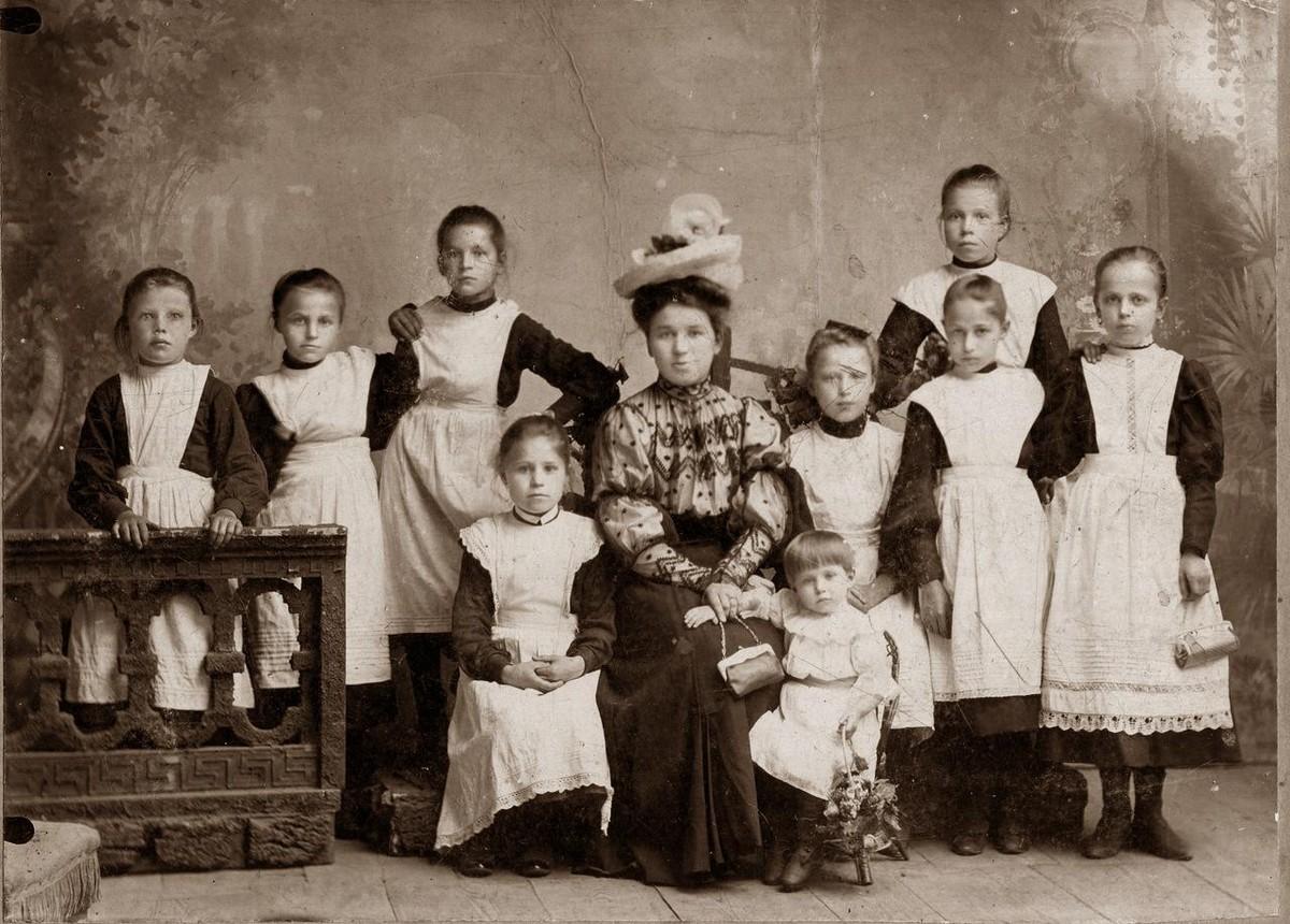 1906 г. Женская гимназия.