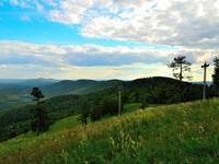 Вид с г. Вишневая на одноименные горы. Автор: Дима Жучков.