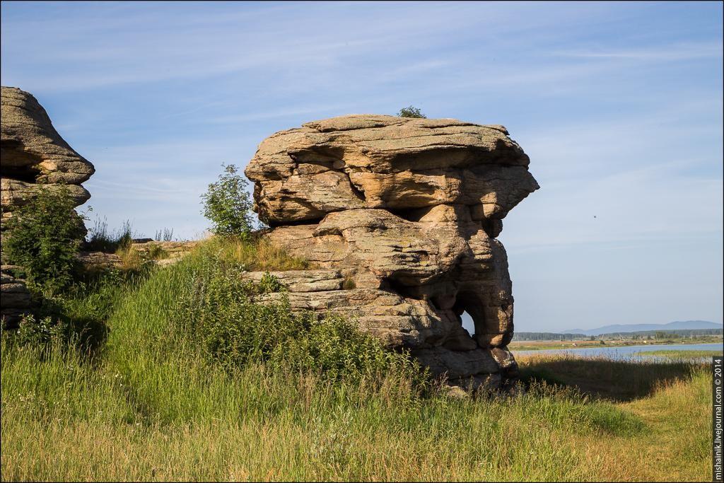 Аллакские каменные палатки останцы писаницы