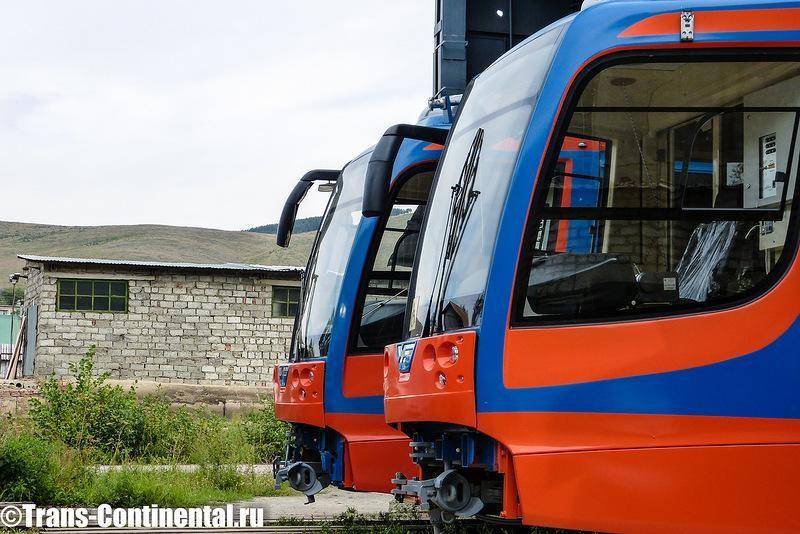 Трамваи 71-623 на фоне уральских гор в Усть-Катаве
