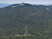 Вид на ретранслятор и вершину Два Брата. Автор: av_hammond