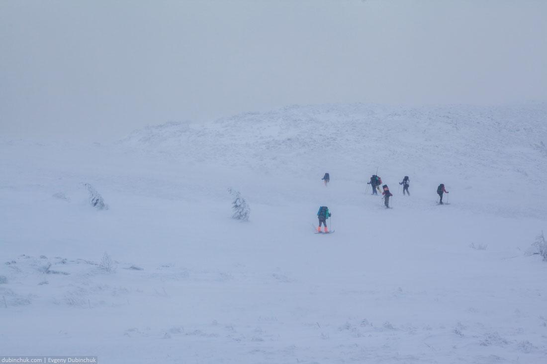 Сильный ветер на хребте Нургуш во время лыжного похода